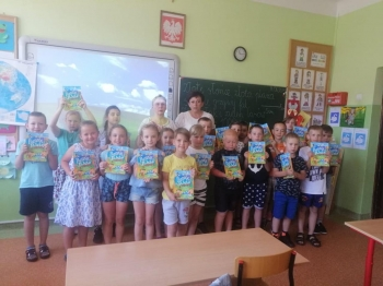 Grupa dzieci w klasie