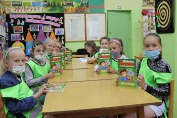 Dzieci w czytelni Oddziału dla dzieci